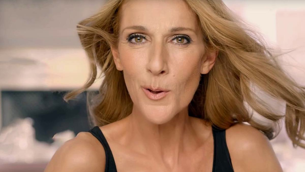 Céline Dion enflamme le public ? Une tenue en satin rose qui choque !