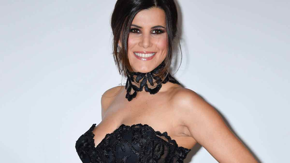 Karine Ferri : photo en bikini ! Son message choque ses fans