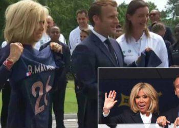 Brigitte Macron: un peu bouleversée… la première dame soutien les Bleues avec le président